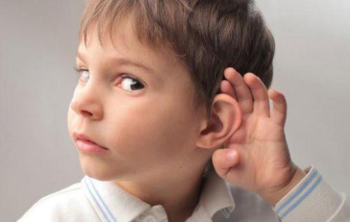 ОДин из главных признаков появления серной пробки в ушах - ухудшение слуха
