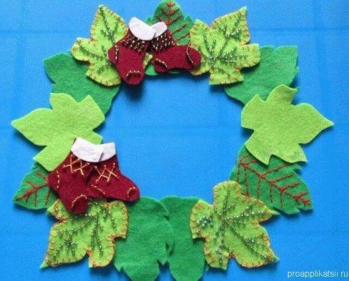 Новогодний венок из фетровых листиков