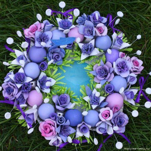 Новогодний венок из яичных лотков